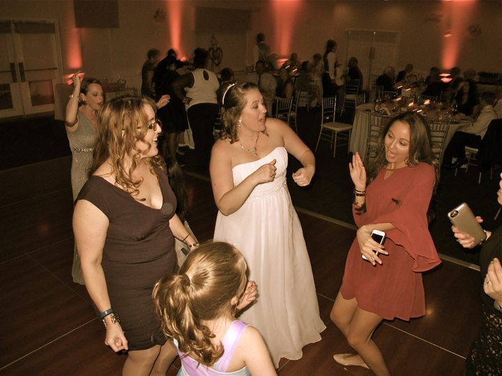 st-cloud-royal-crest-room-wedding-guests-dancing
