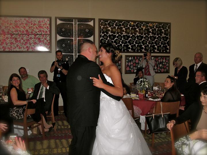 contemporary-resort-napa-room-wedding-first-dance