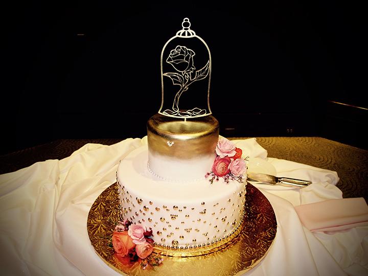 Epcot Living Seas Salon- Wedding Cake on Display.