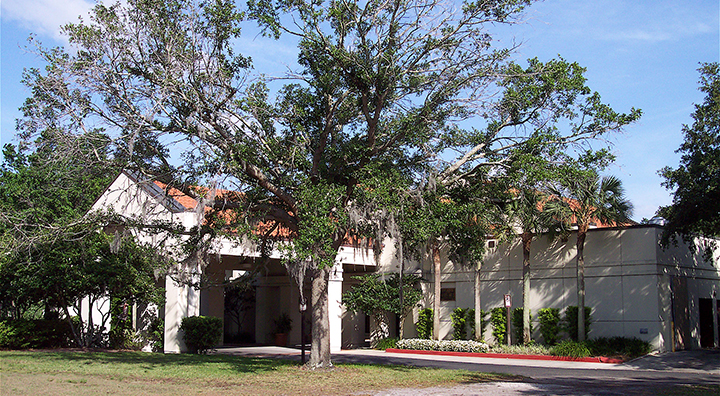 An exterior photo of the Winter Park Civic Center building from the front parking lot.