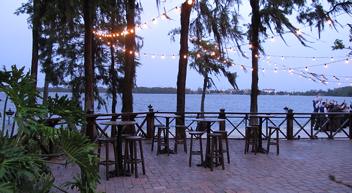 A quiet area of Paradise Cove allows for your wedding guests to gather and enjoy the water view.